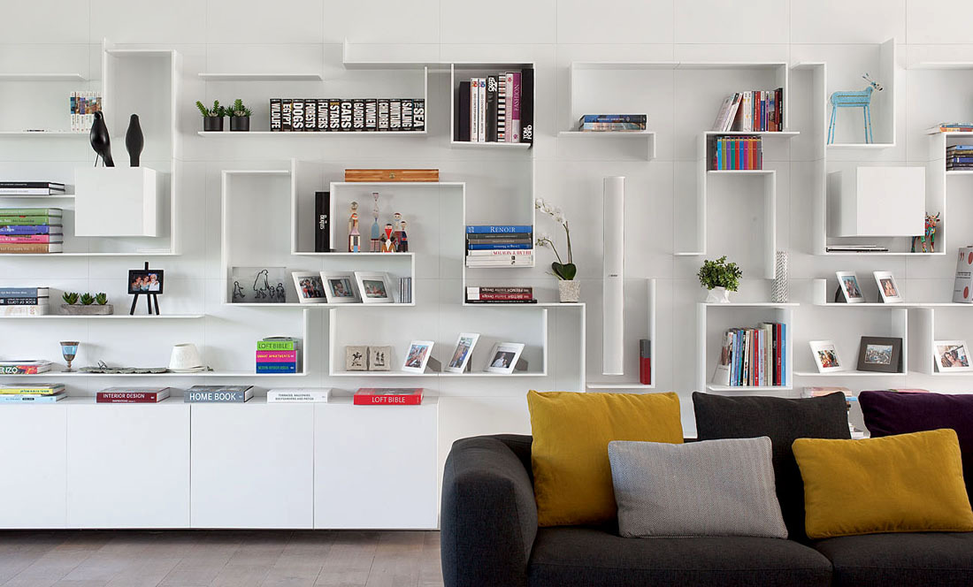 Shelves, Family Home in Ramat HaSharon, Israel
