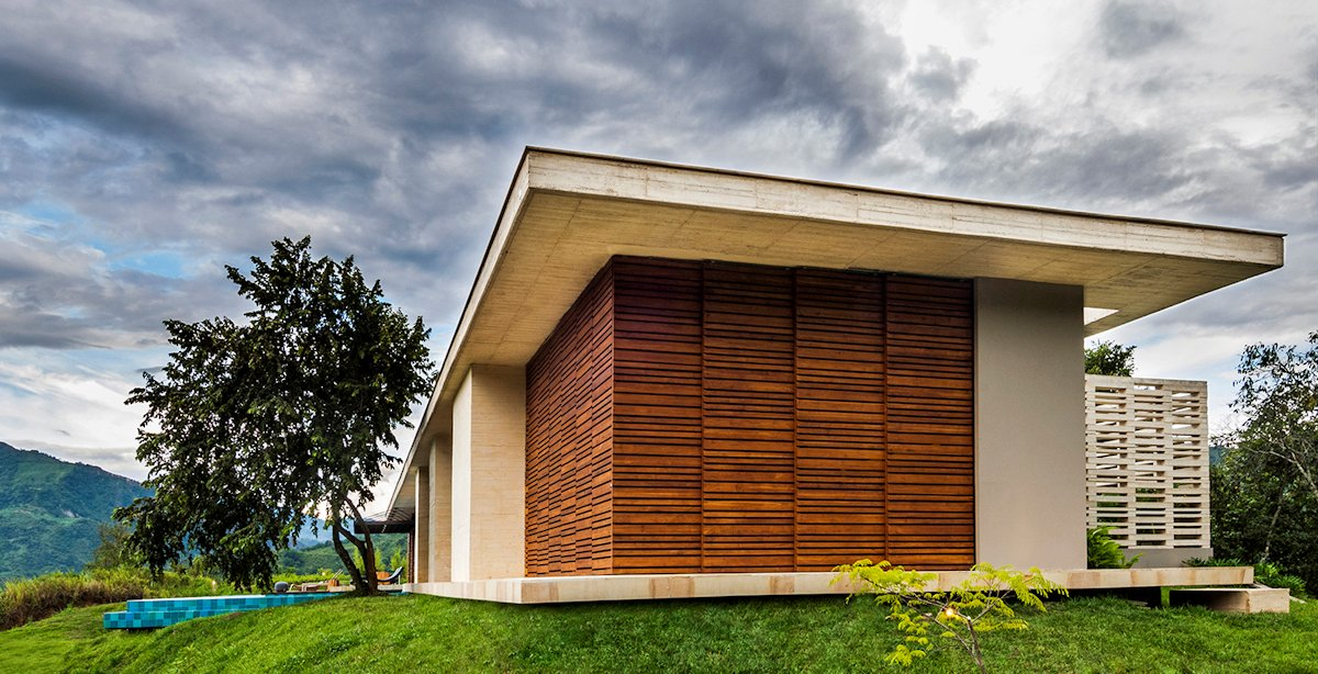 Side Facade, House in Villeta, Colombia