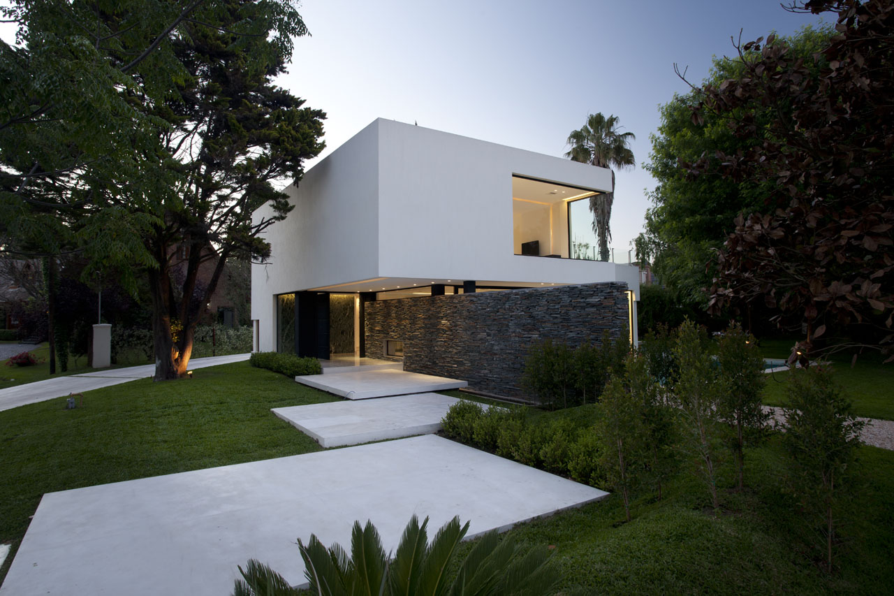 Street View, Lighting, Modern House in Pilar, Buenos Aires