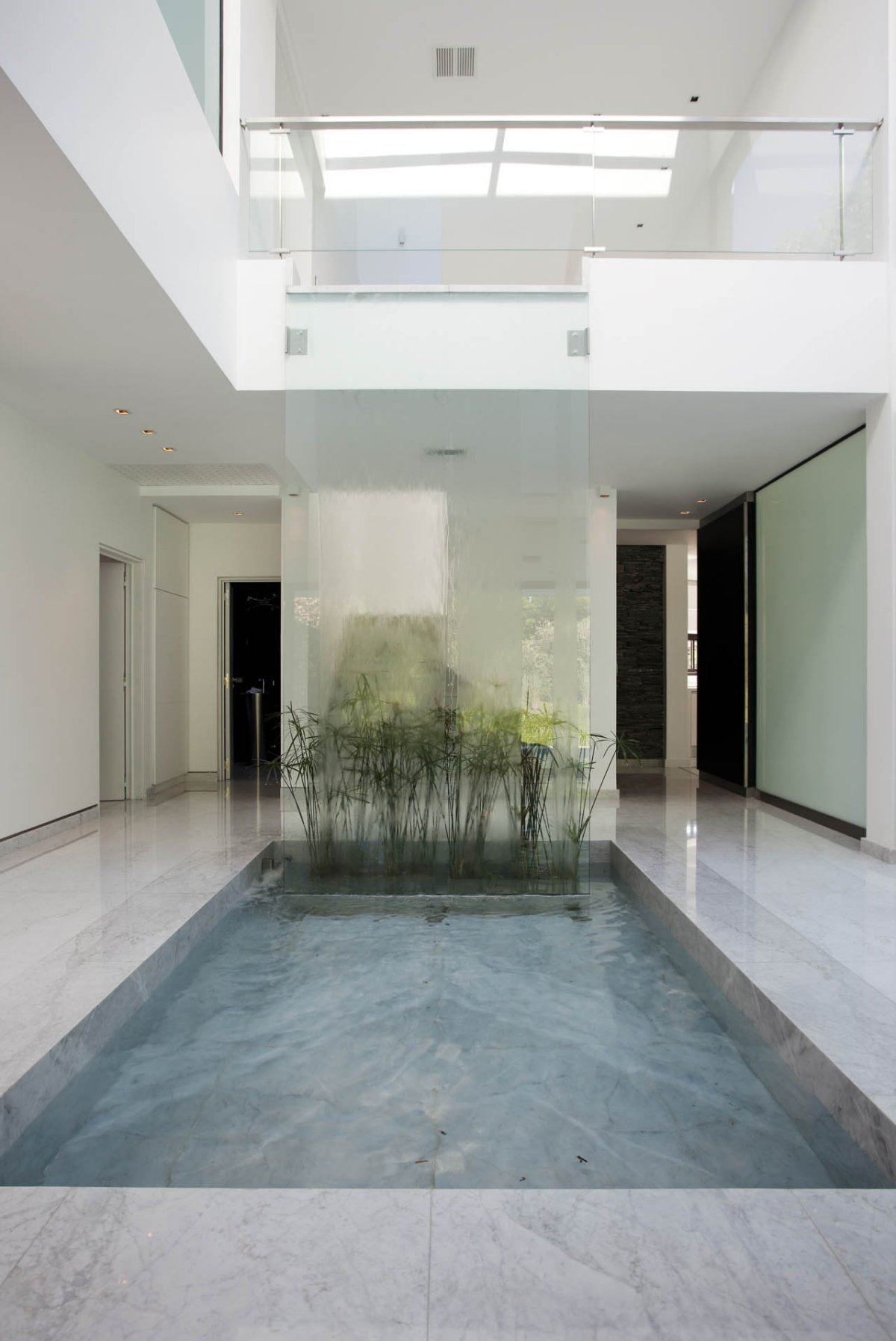 Waterfall, Water Feature, Modern House in Pilar, Buenos Aires