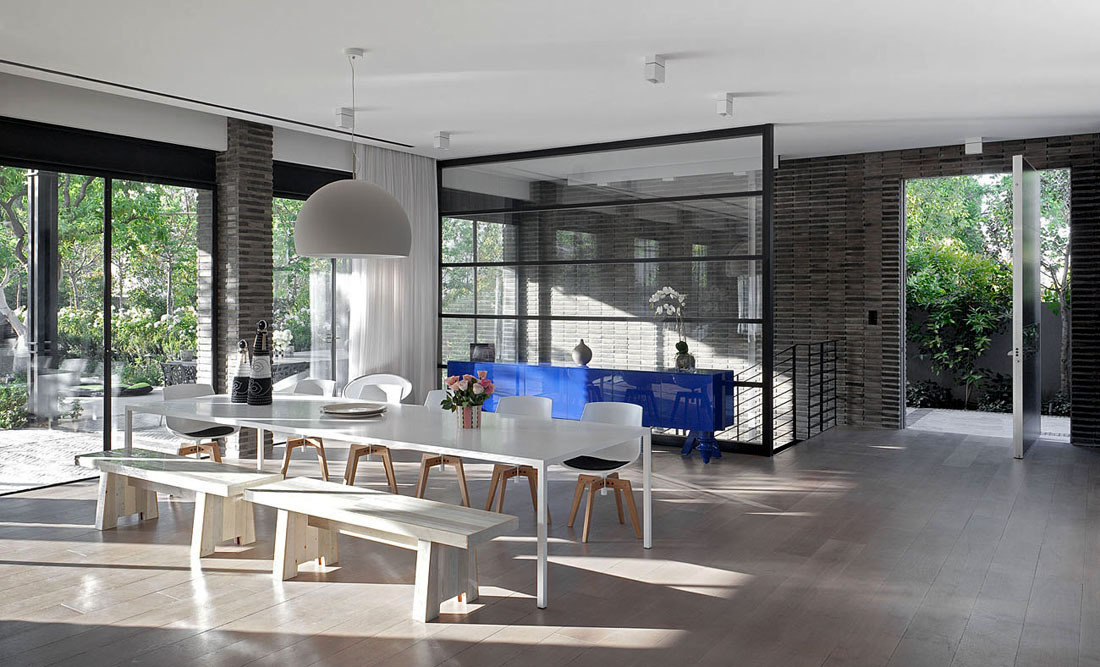 White Dining Table, Family Home in Ramat HaSharon, Israel