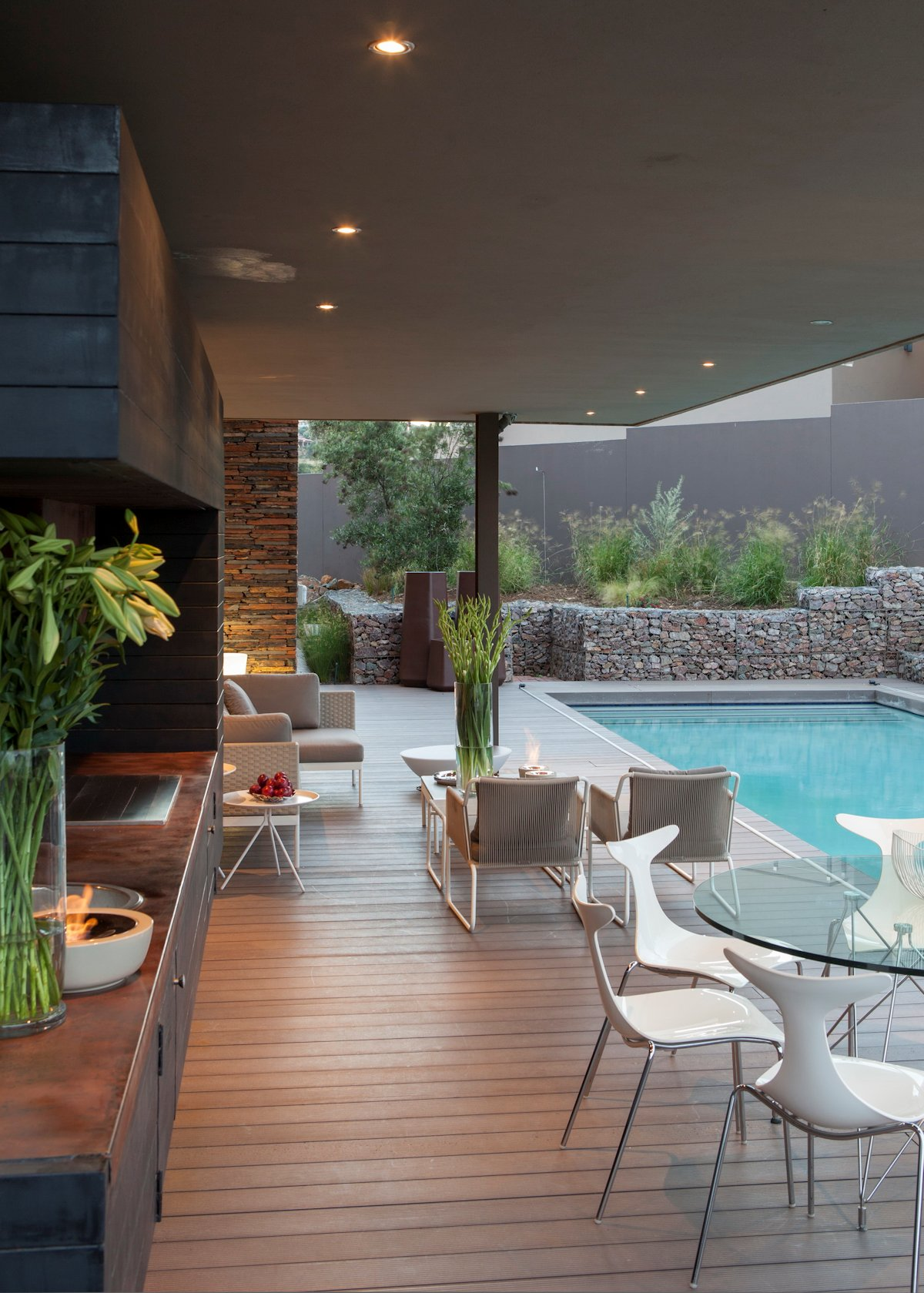 Luxurious home designed for outdoor living house duk in for Pool design johannesburg