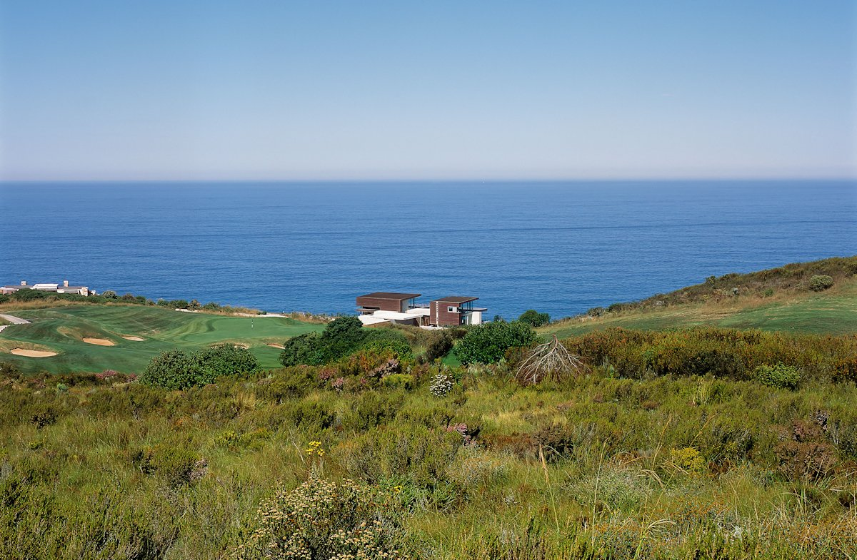 Ocean Views, Cliff Top Home in Knyzna, South Africa