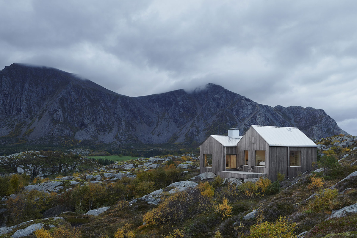 Isolated retreat vega cottage on the island of vega norway - Isolated contemporary design cabin straddles rocks on norwegian island ...