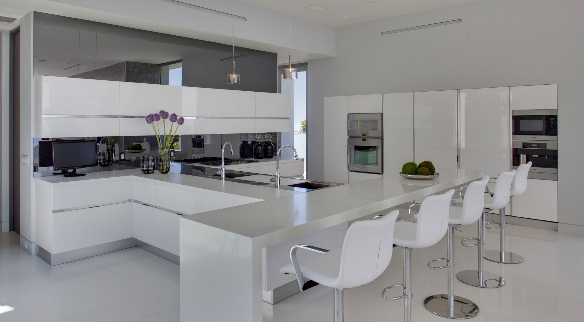 White Kitchen, Breakfast Bar, Stools, Tanager Residence in West Hollywood