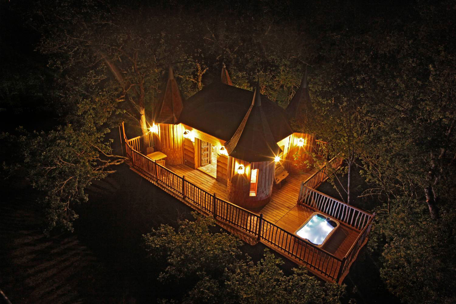 Hot Tub, Lighting, Evening, Treehouse in Nojals-et-Clotte, France