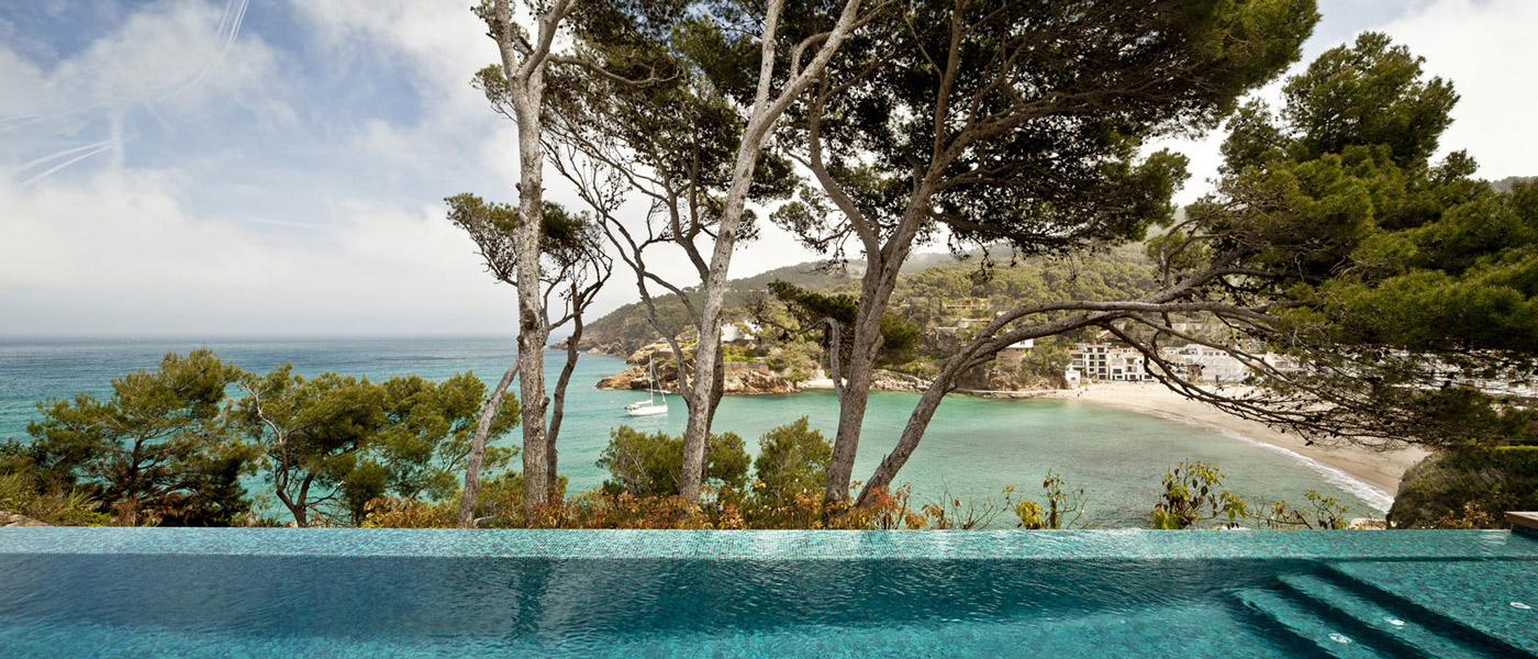 Infinity Swimming Pool, Beach & Sea Views, Waterfront House in Costa Brava, Spain