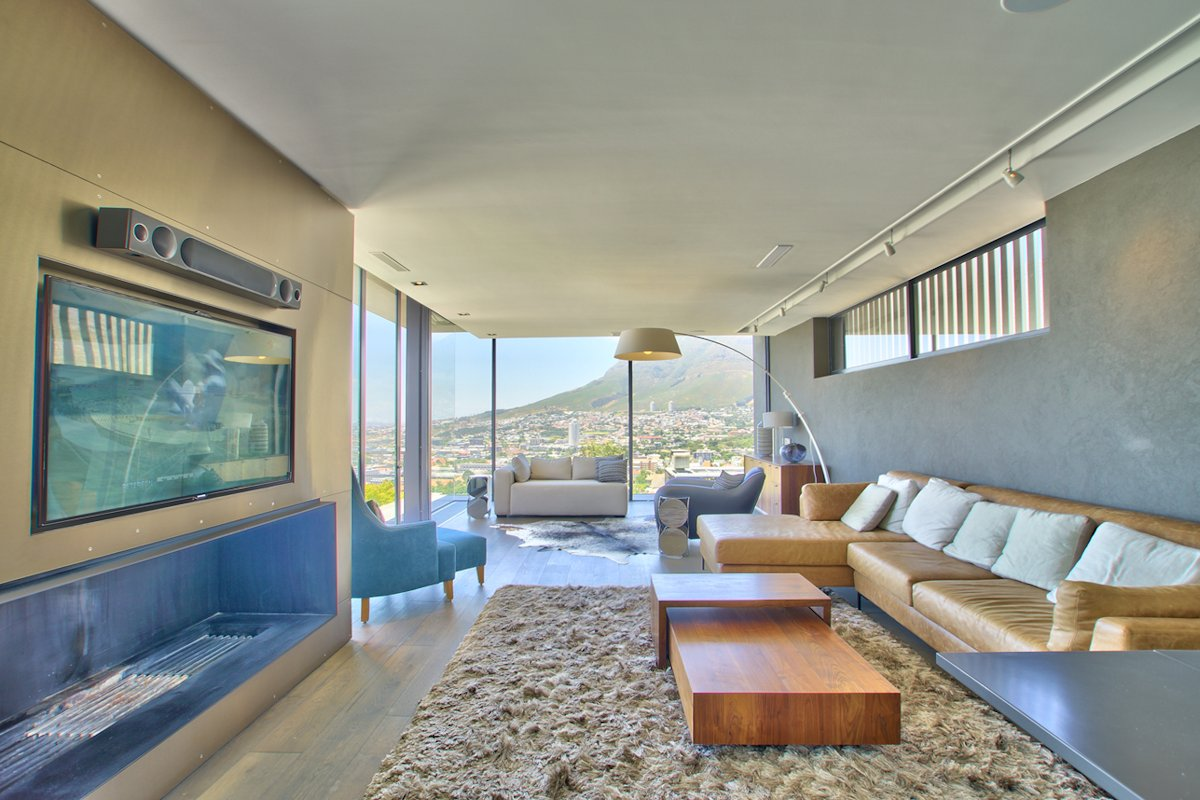 Living Room, Sofas, Coffee Table, Rug, Floor-to-Ceiling Windows, House in Tamboerskloof, Cape Town