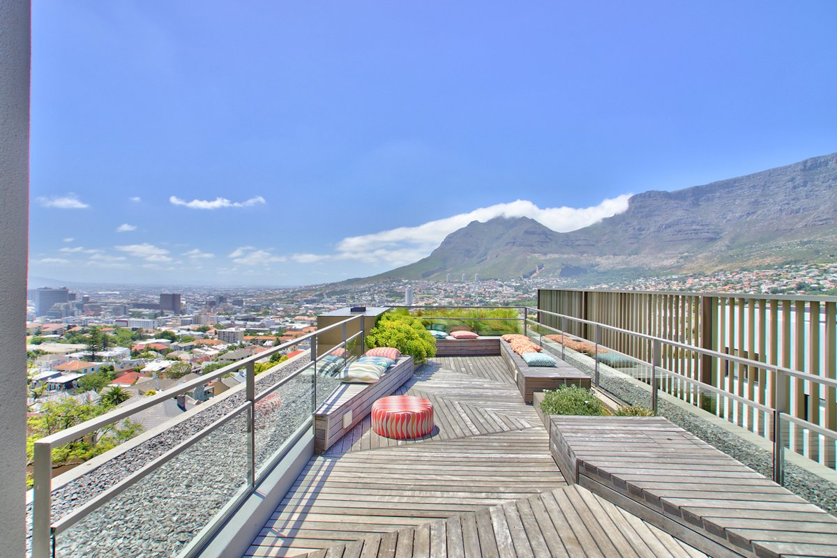Roof Terrace, City & Mountain Views, House in Tamboerskloof, Cape Town