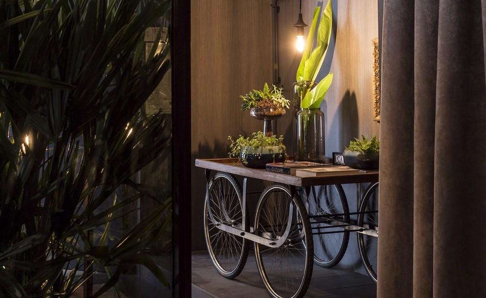 Rustic Table on Wheels, Apartment in Praia Brava