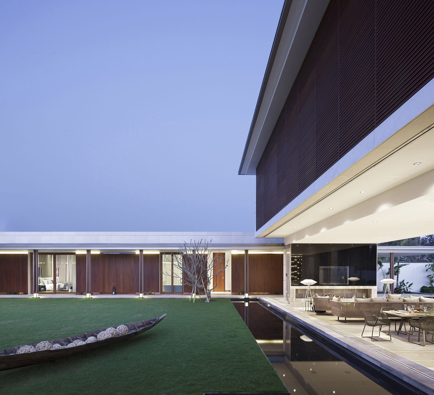 Water Feature, Lawn, Open Living & Dining Space, Beachside Villas in Lingshui, Hainan, China