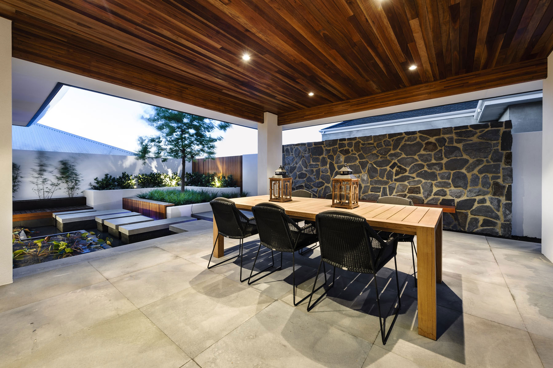 Water Feature, Outdoor Dining Table, Stone Wall, House in Burns Beach, Perth