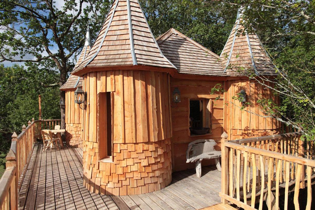 Treehouse in Nojals-et-Clotte, France