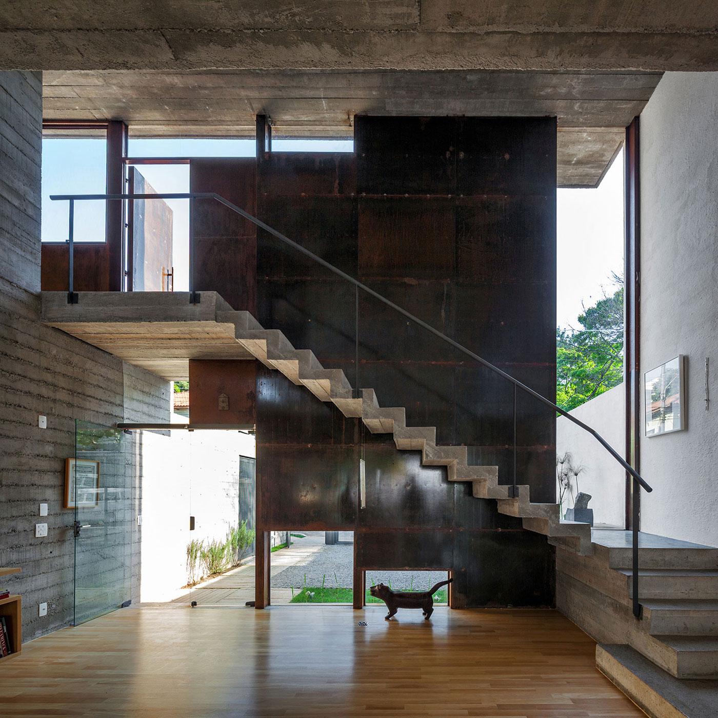 Concrete Stairs, Urban House in São Paulo, Brazil