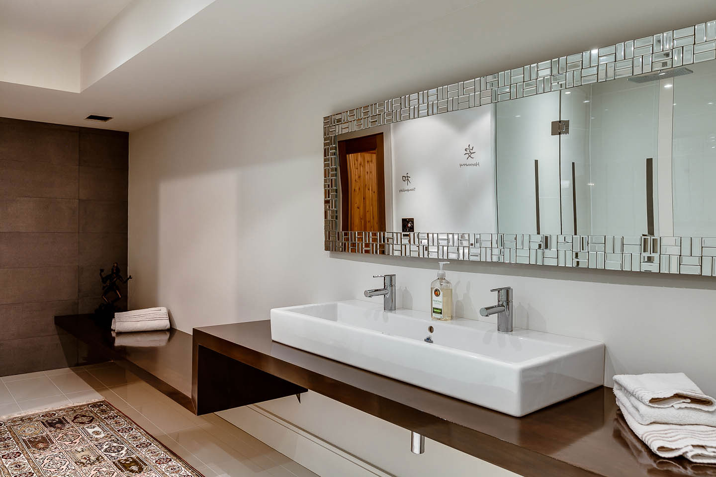 Double Sinks, Bathroom, Mirror, Contemporary House in Toronto, Canada