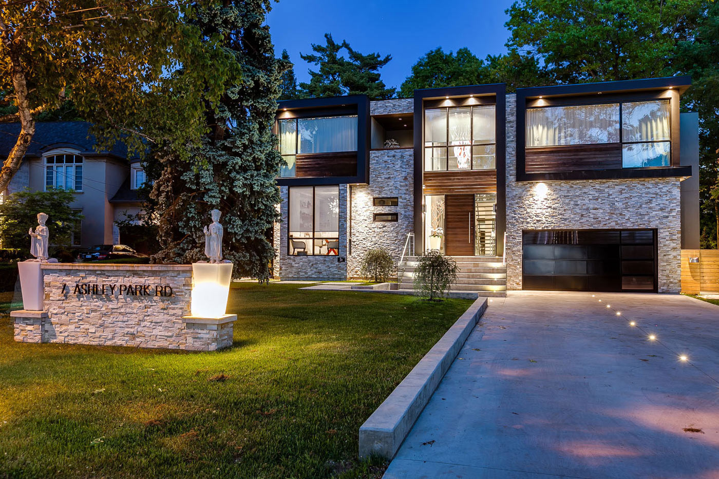 Driveway, Garage, Lighting, Contemporary House in Toronto, Canada