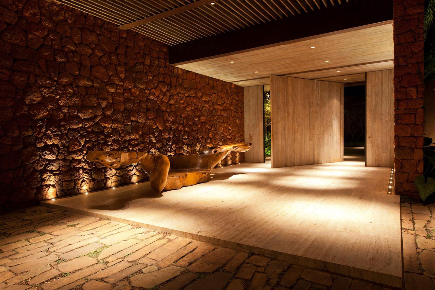Entrance, Lighting, House in Nova Lima, Brazil