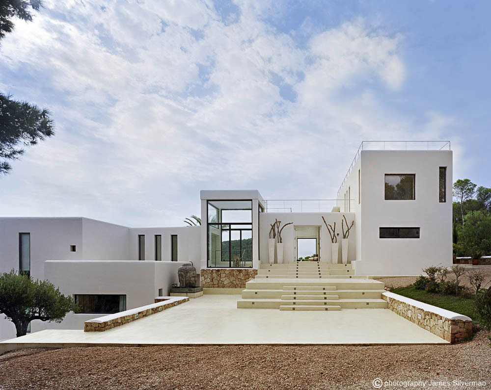 Front fa ade steps entrance villa in ibiza for Minimalist house spain
