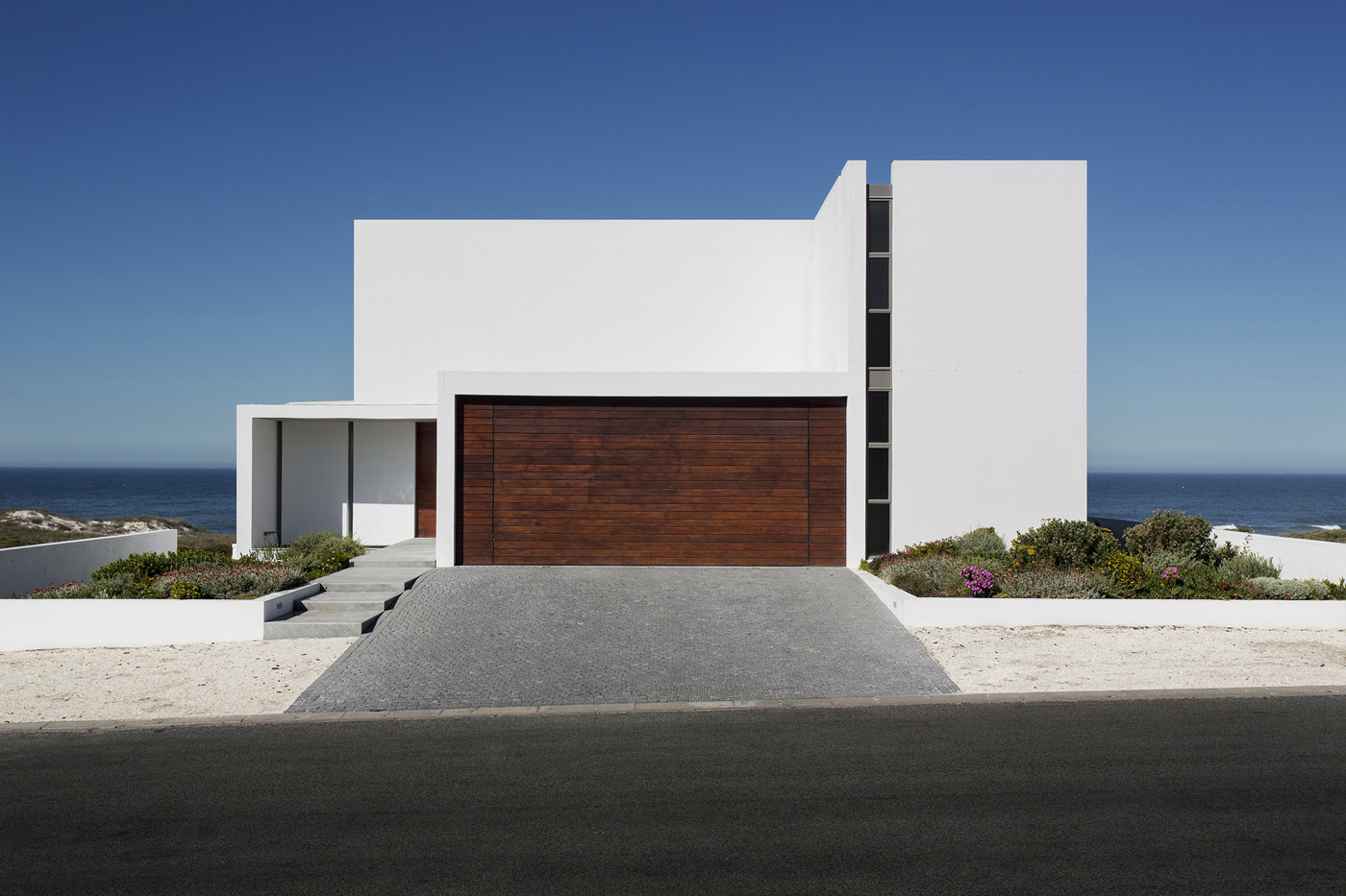 Garage, Driveway, Entrance, Holiday Home in Yzerfontein, South Africa