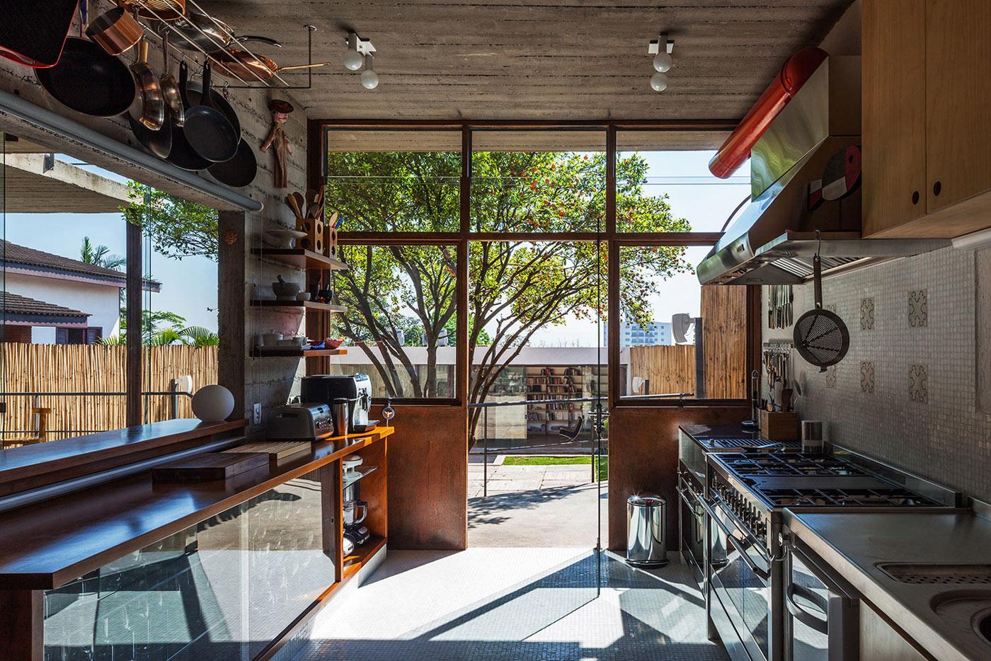 Kitchen, Urban House in São Paulo, Brazil