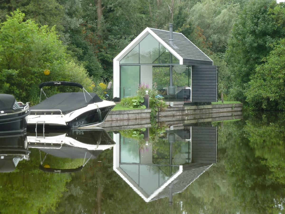 Waterfront Holiday House in Loosdrechtse