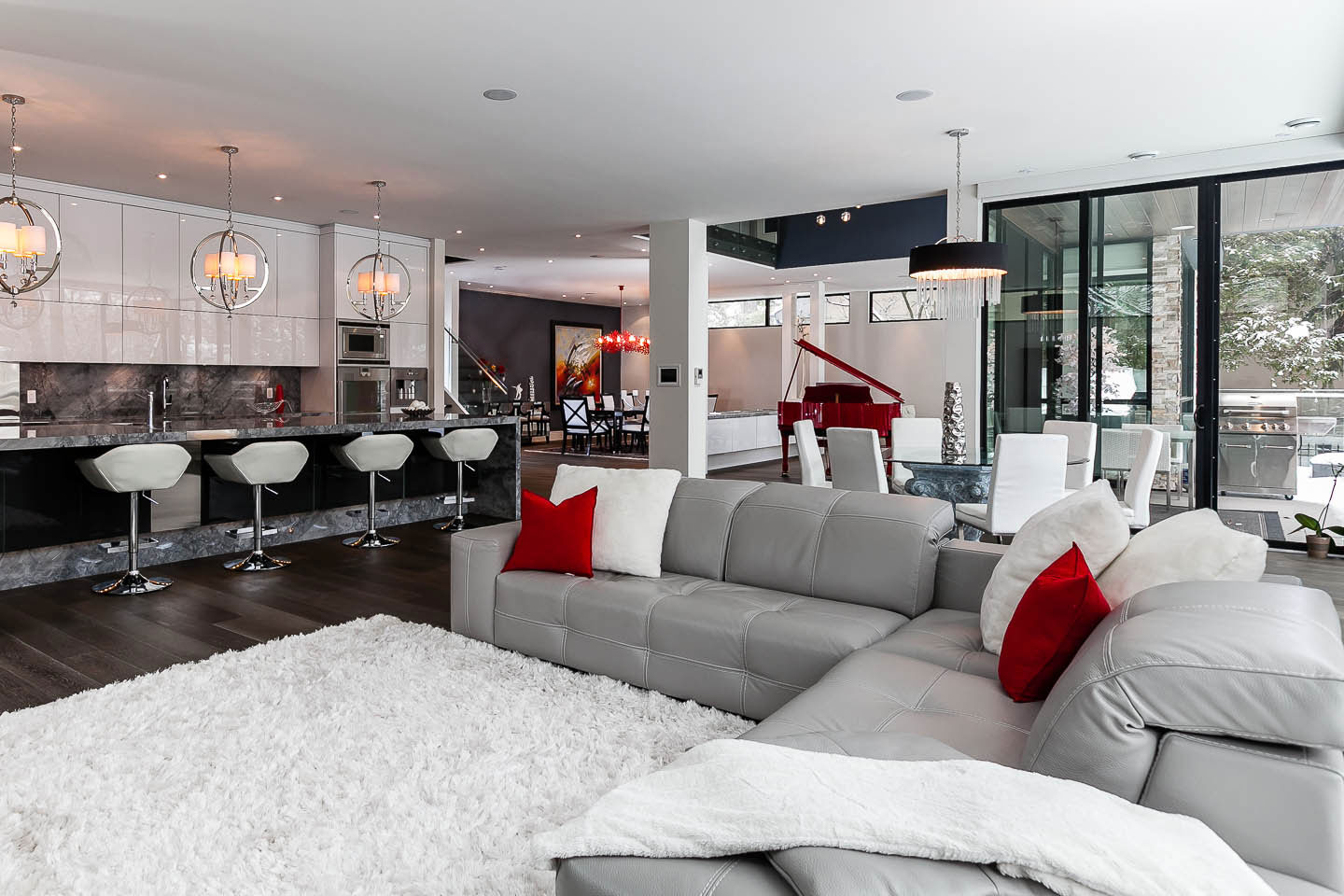 Thick White Rug, Grey Sofas, Breakfast Bar, Contemporary House in Toronto, Canada