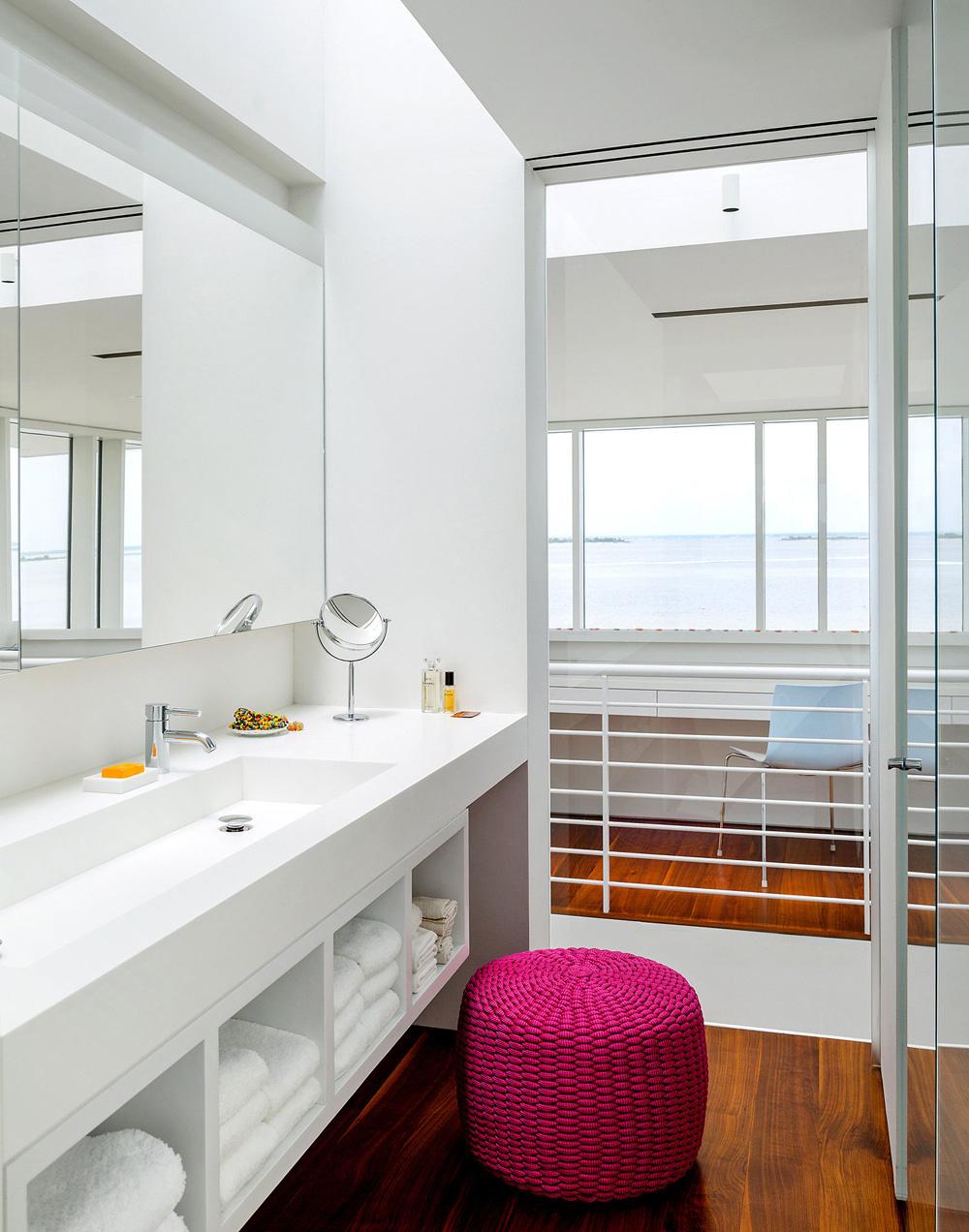 Bathroom, Richard Meier's Fire Island House