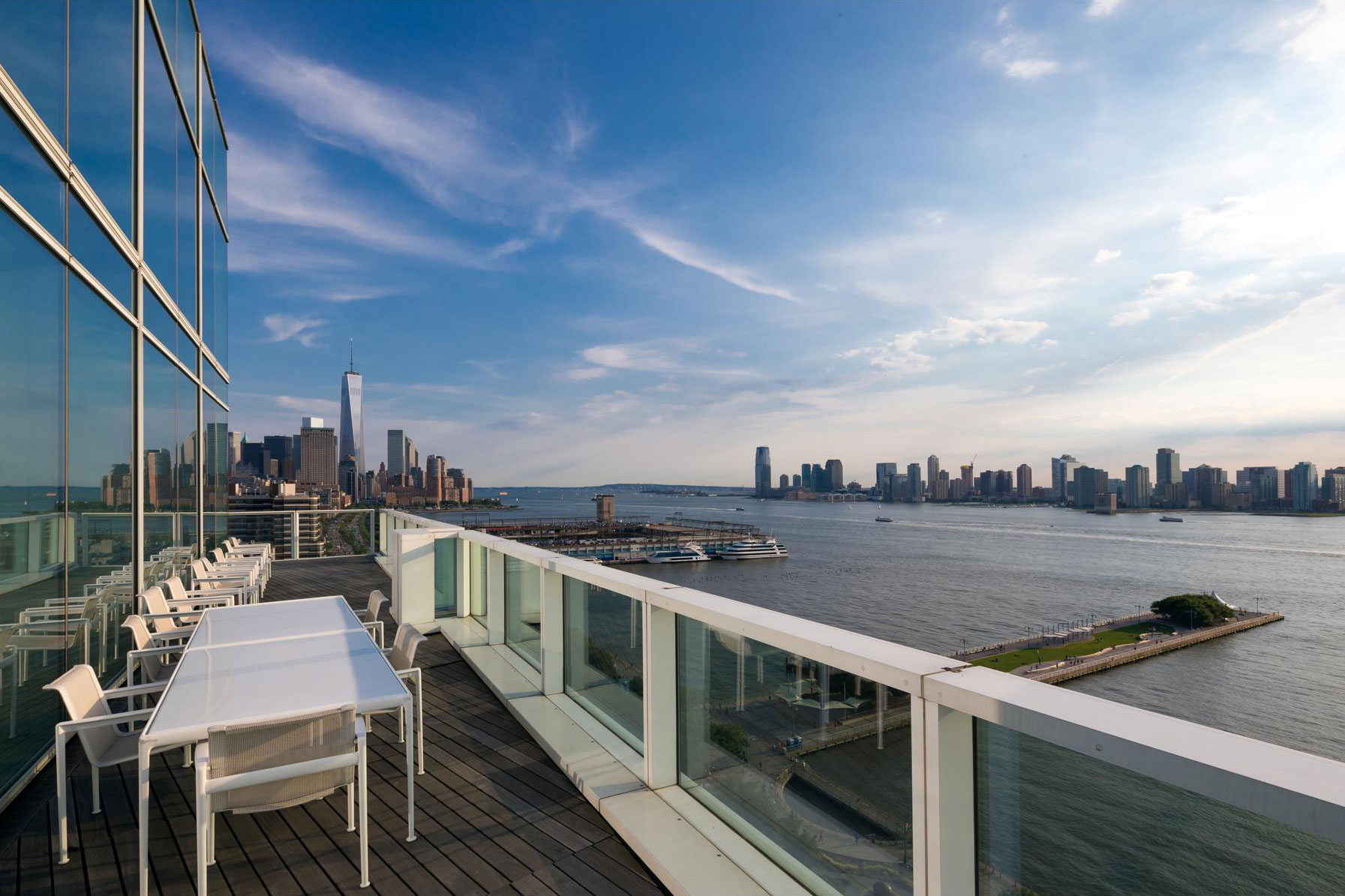 Balcony, River Views, Apartment in Manhattan