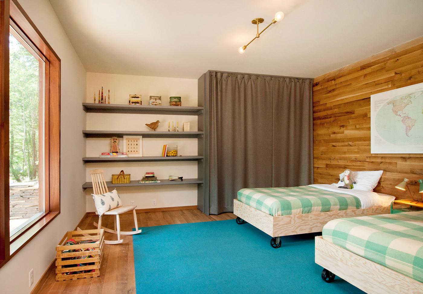 Children's Bedroom, Wood and Glass House in Kerhonkson