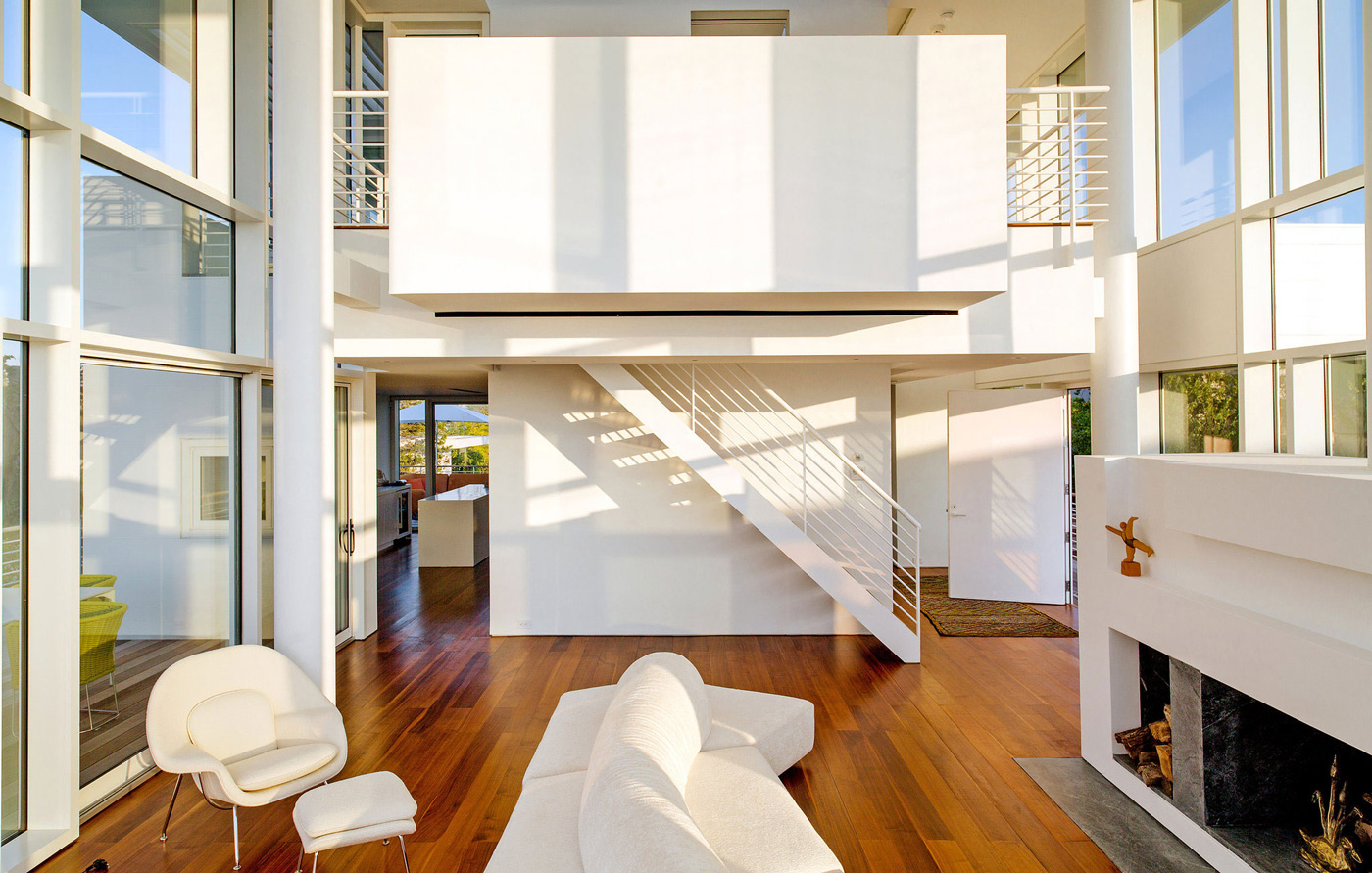 Fireplace, Living Space, Mezzanine, Richard Meier's Fire Island House