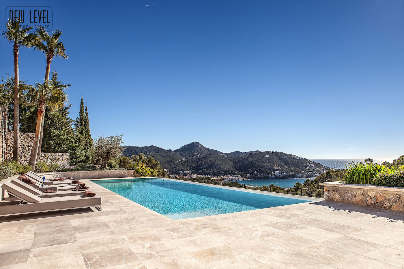 Fabulous villa in puerto de andratx mallorca for Kapfer pool design mallorca