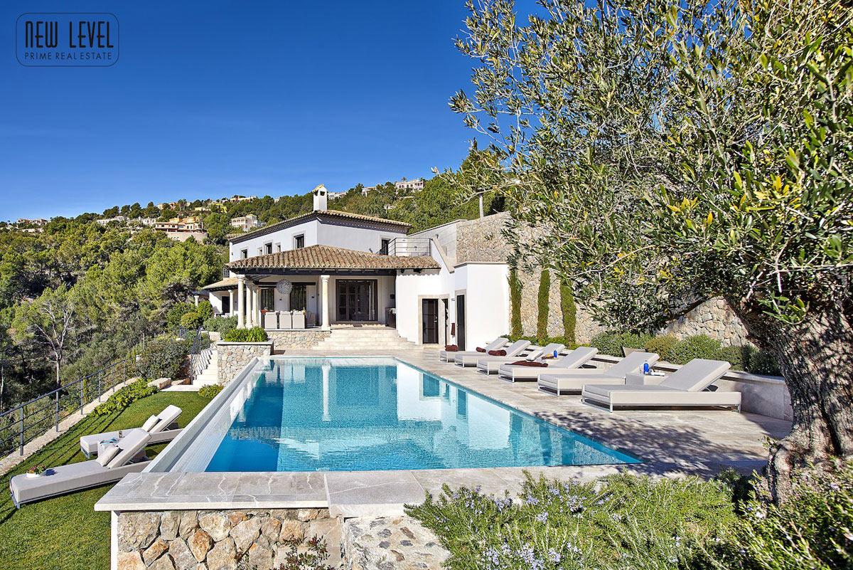Outdoor pool terrace fabulous villa in puerto de andratx for Kapfer pool design mallorca