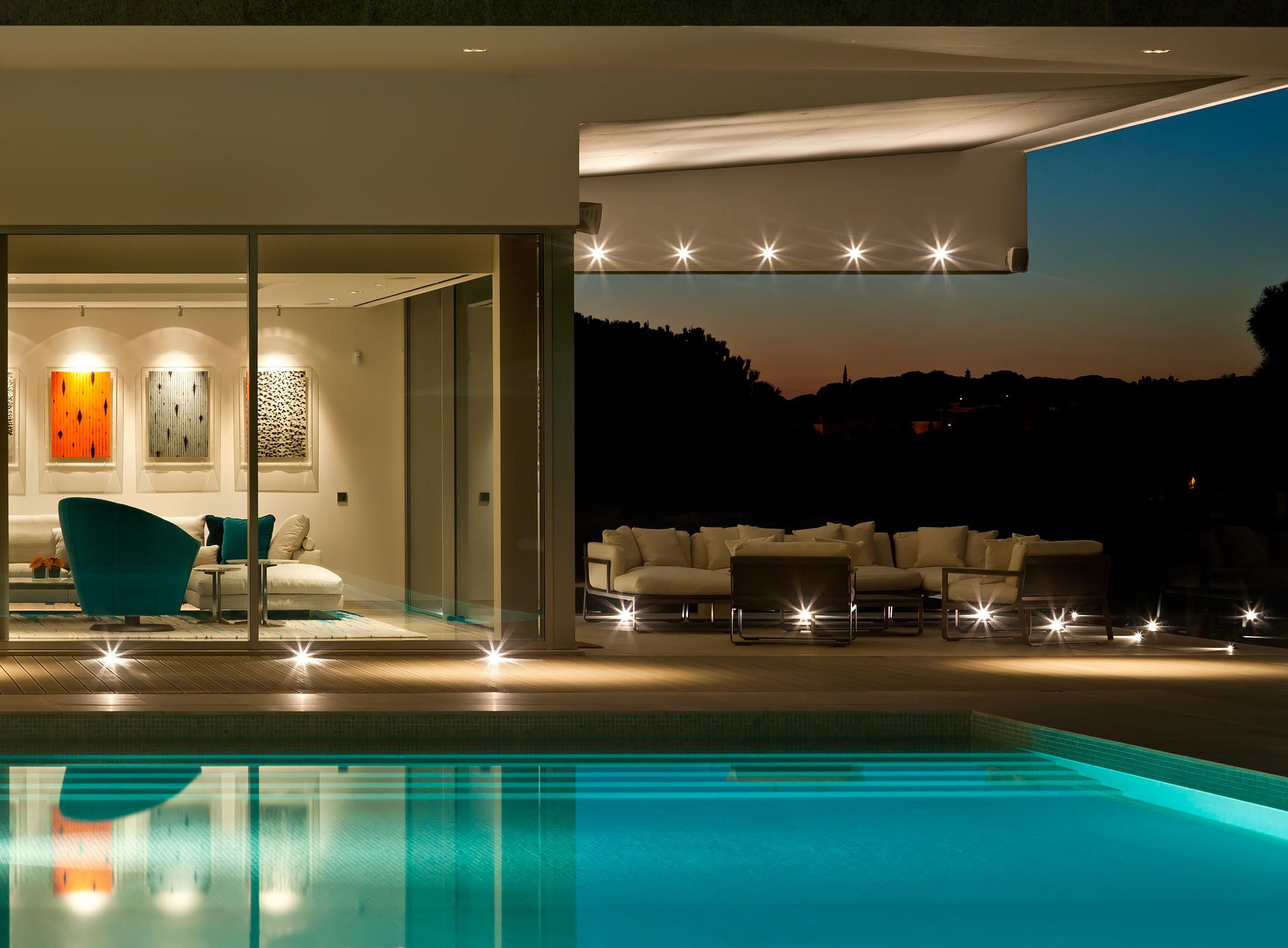 Pool, Lighting, Family Home in Portugal