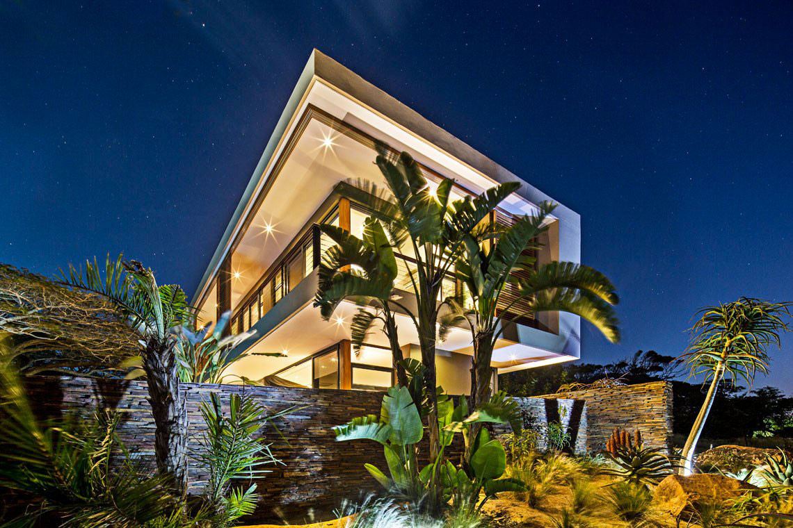 Stone Walls, Evening Lighting, Contemporary Residence in Kwa Zulu Natal
