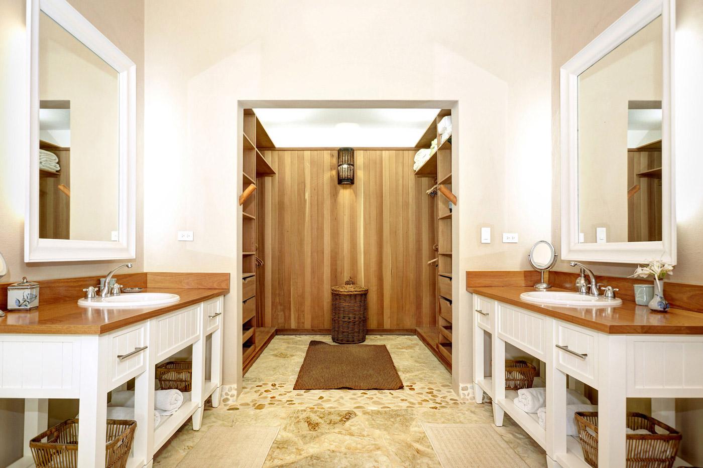 Double Sinks, Walk-in-Closet