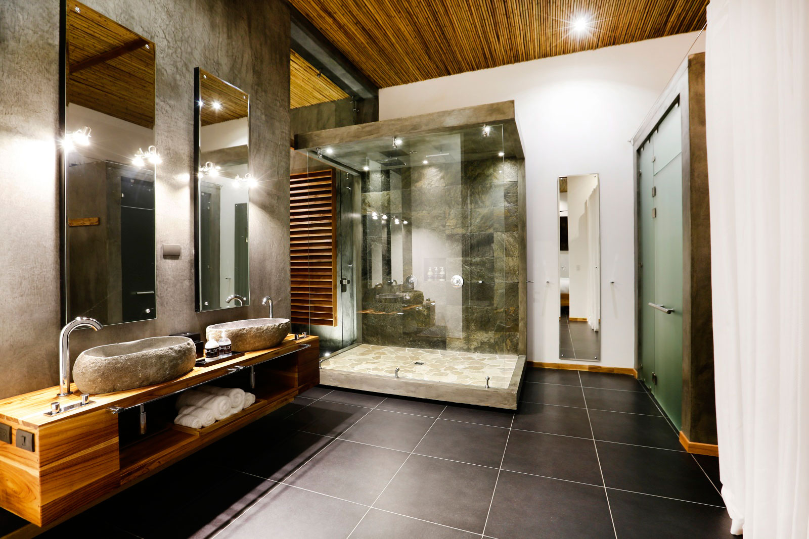 Glass Shower, Natural Stone Sinks, Holiday Villas in Costa Rica