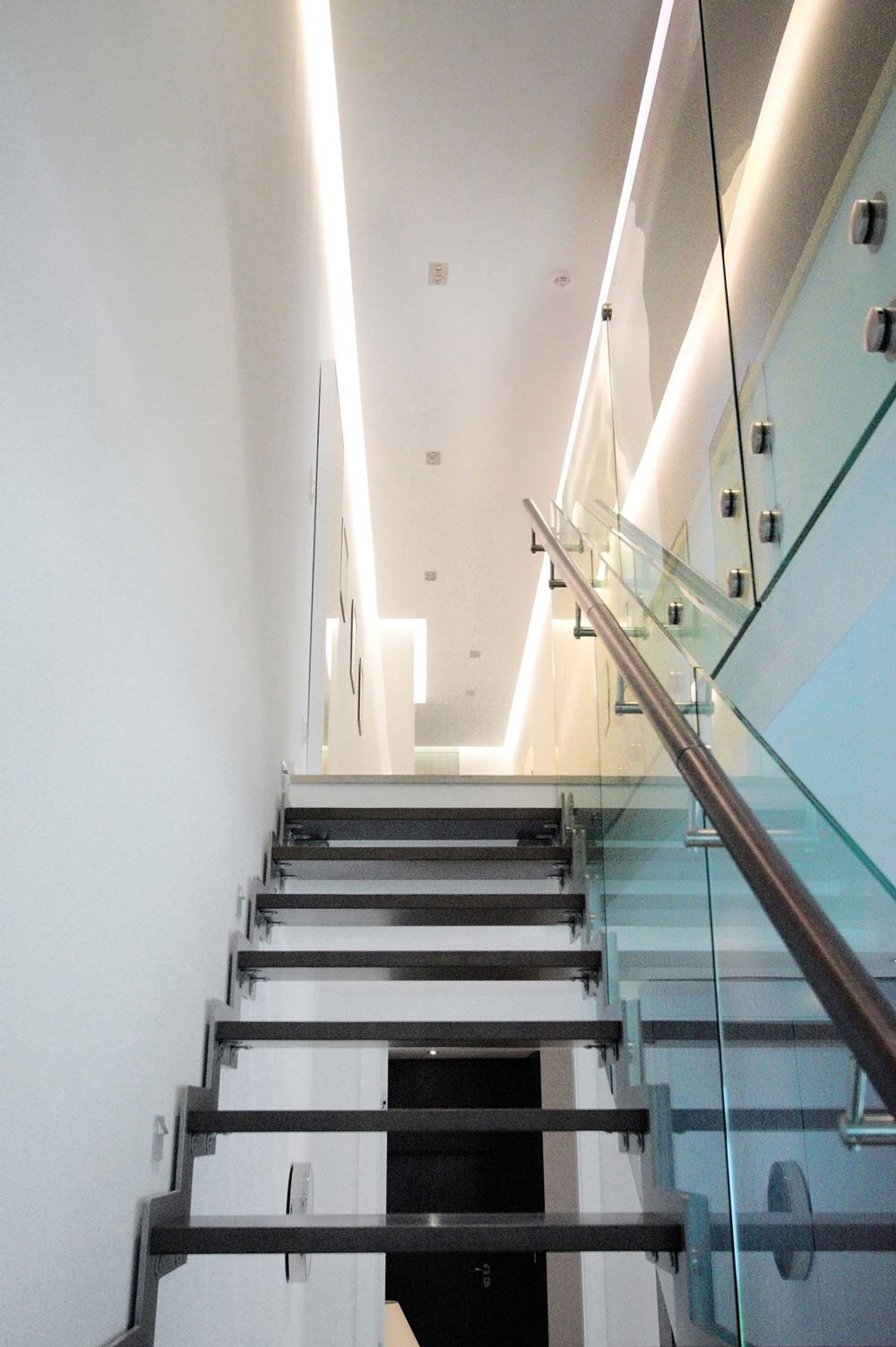 Contemporary Glass Staircase