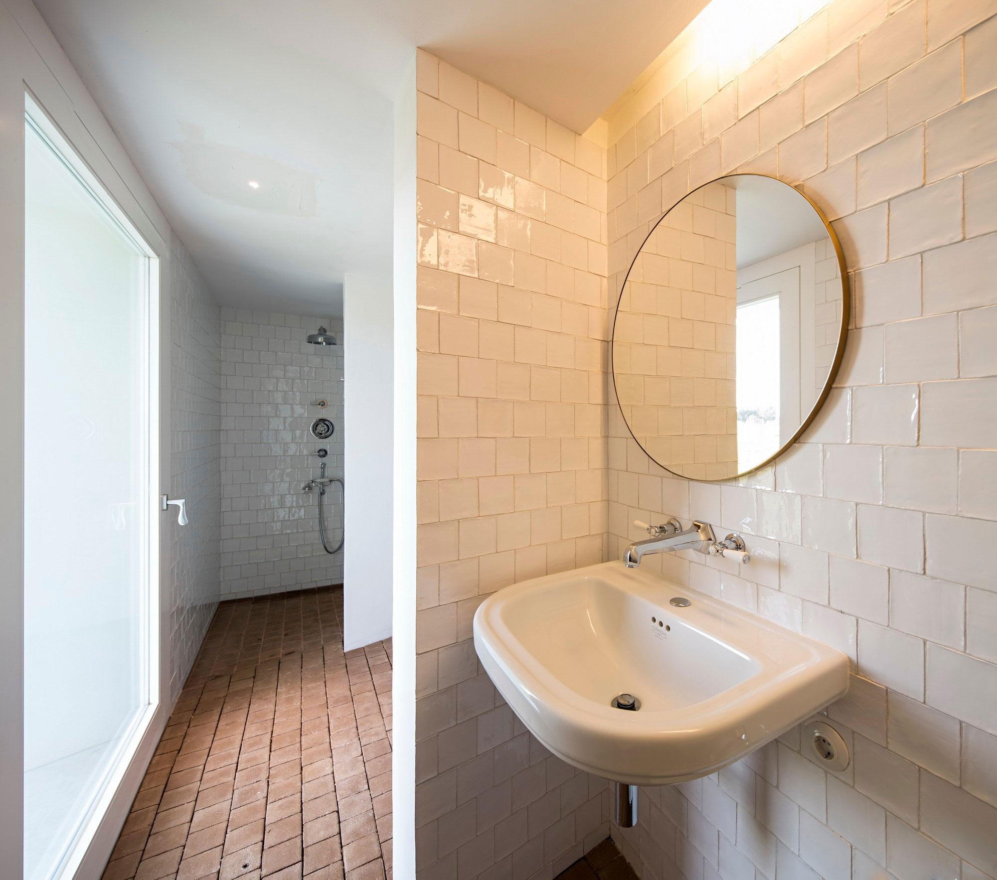 Wet Room, White Tiles