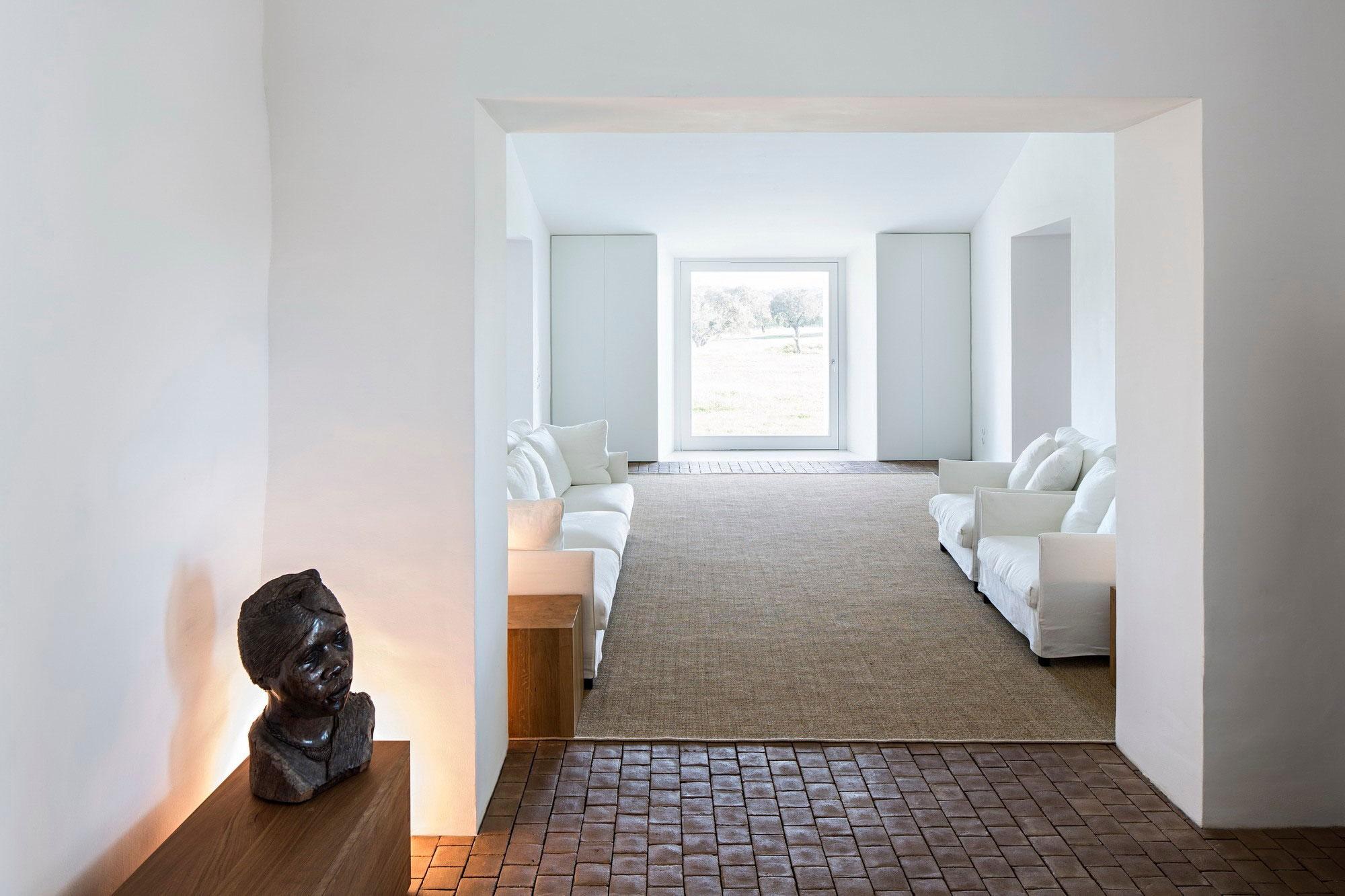 White Sofas, Lighting