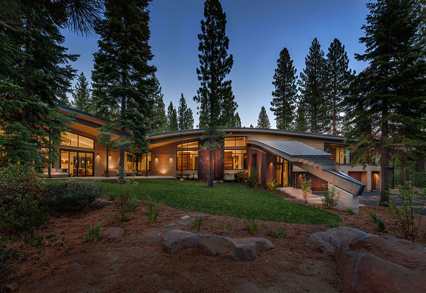 Modern mountain home in truckee for Modern mountain homes