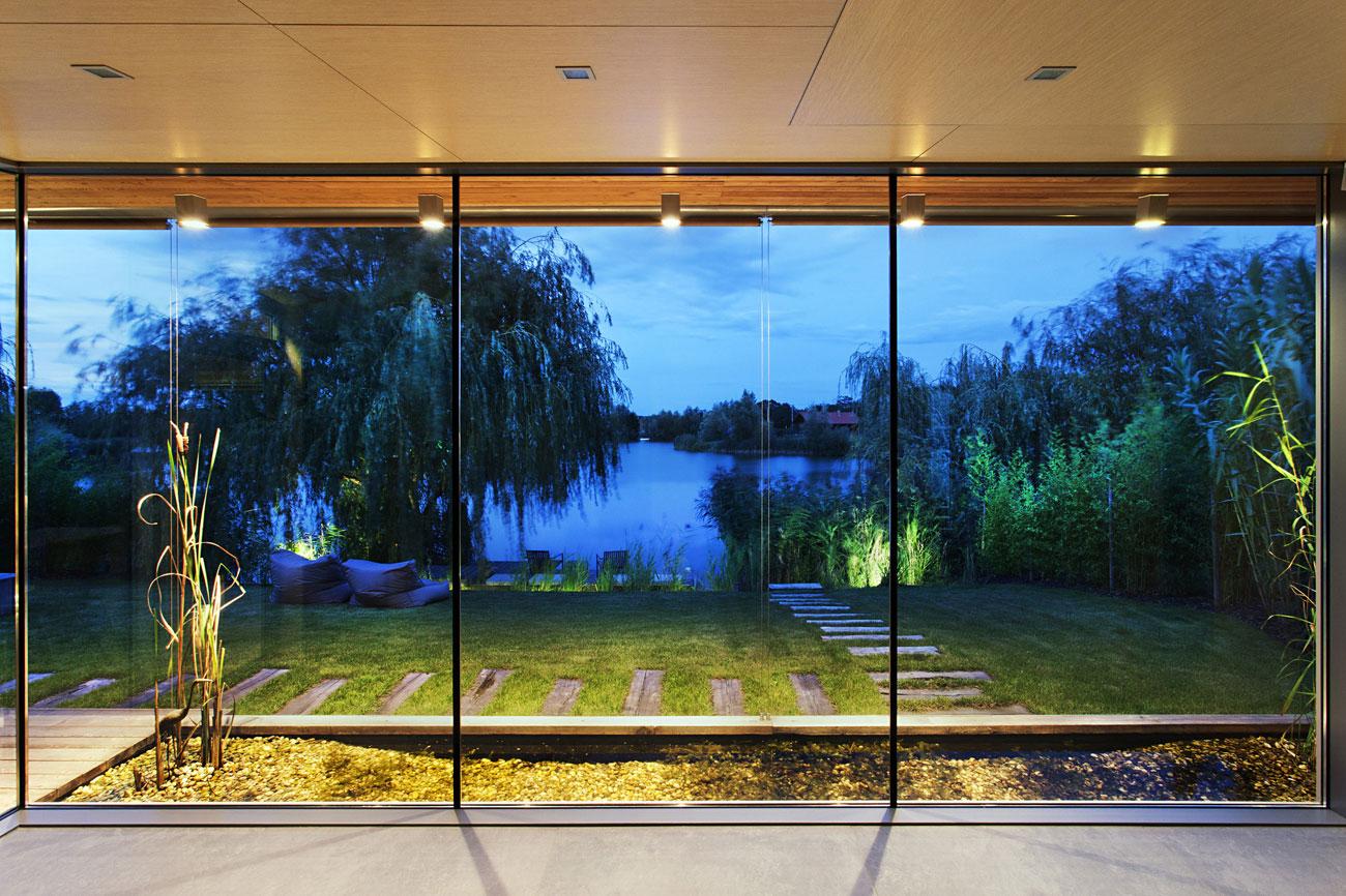 Glass Walls, Lake View