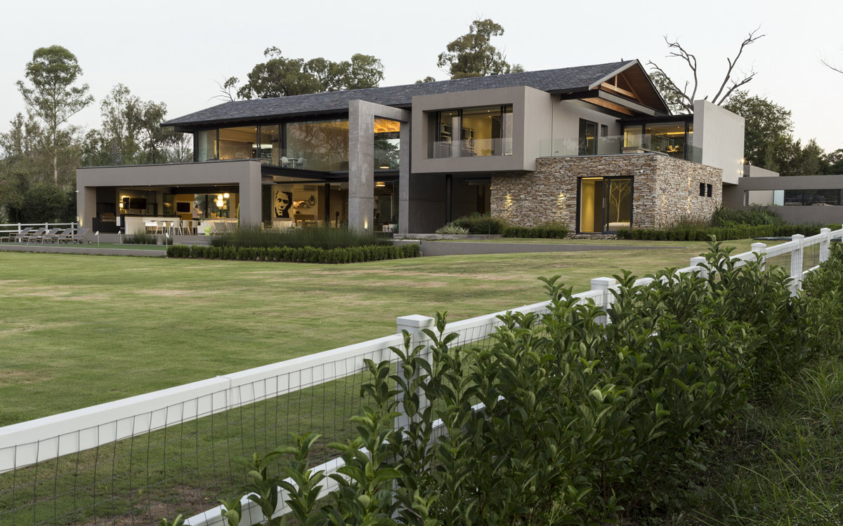 Contemporary farmhouse in blair atholl johannesburg for Farm style houses south africa