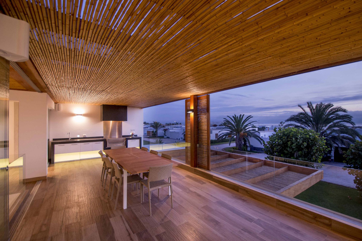 Bamboo ceiling, dining space, views
