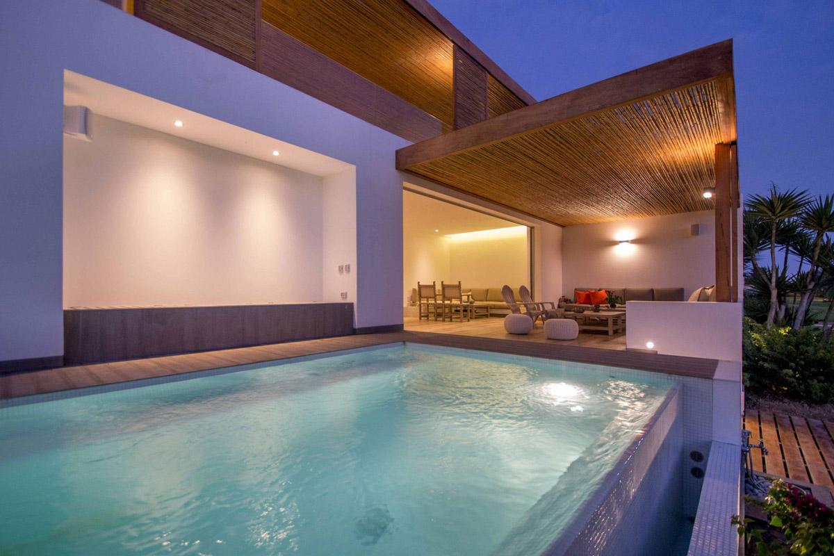 Outdoor plunge pool, overflow & lighting