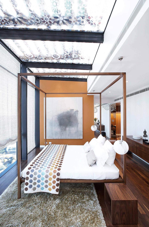 Central bed, dark wood floors