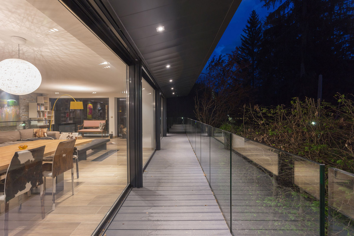 Glass walls, balustrading