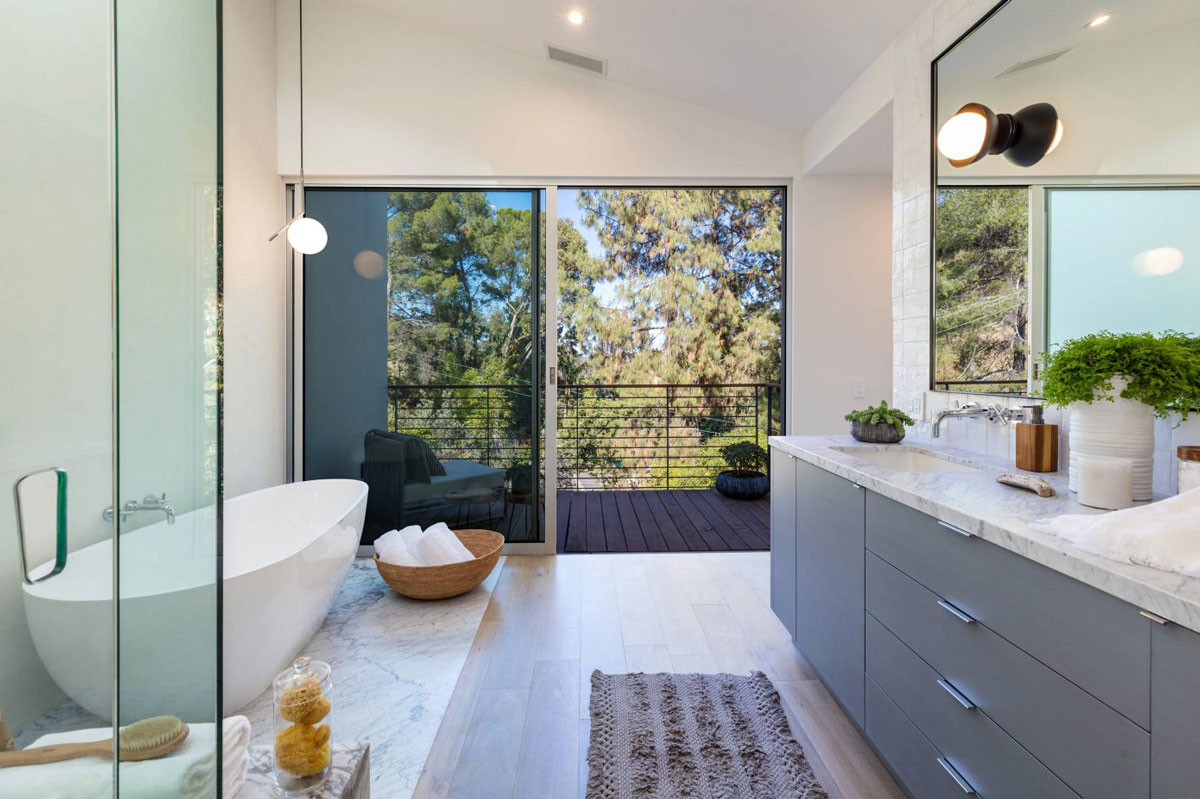 White bath, marble & wood flooring