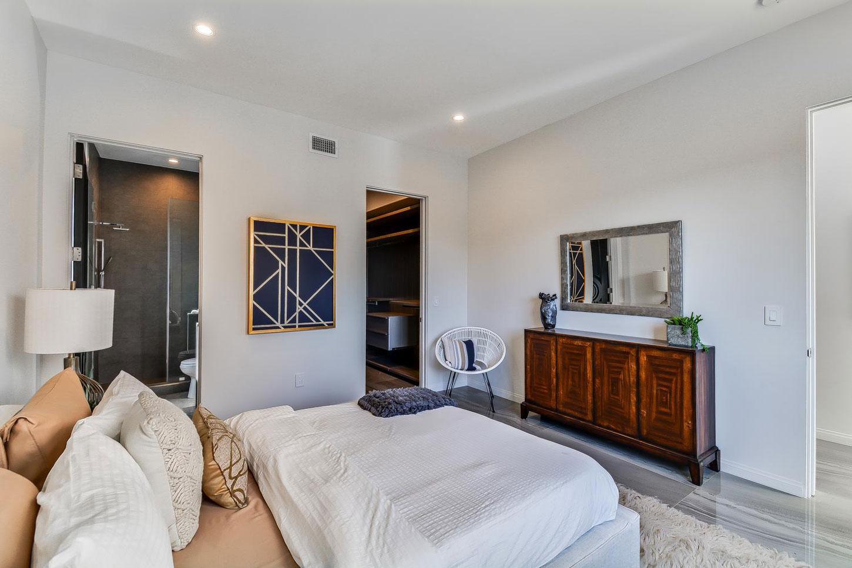 Bedroom on-suit bathroom, walk-in wardrobe