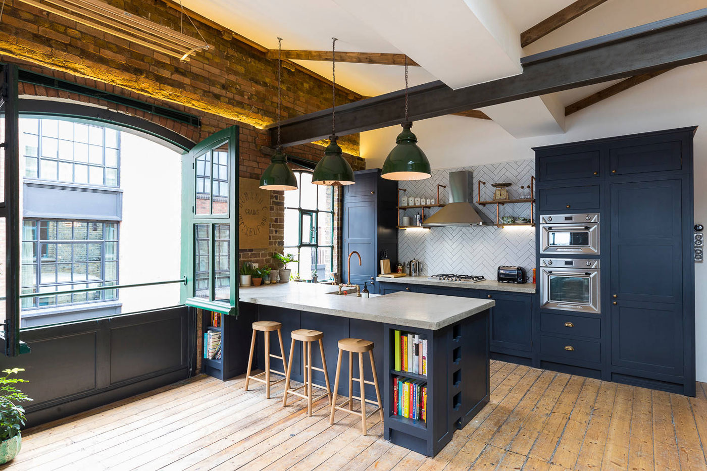 Industrial Style Penthouse In Shoreditch London