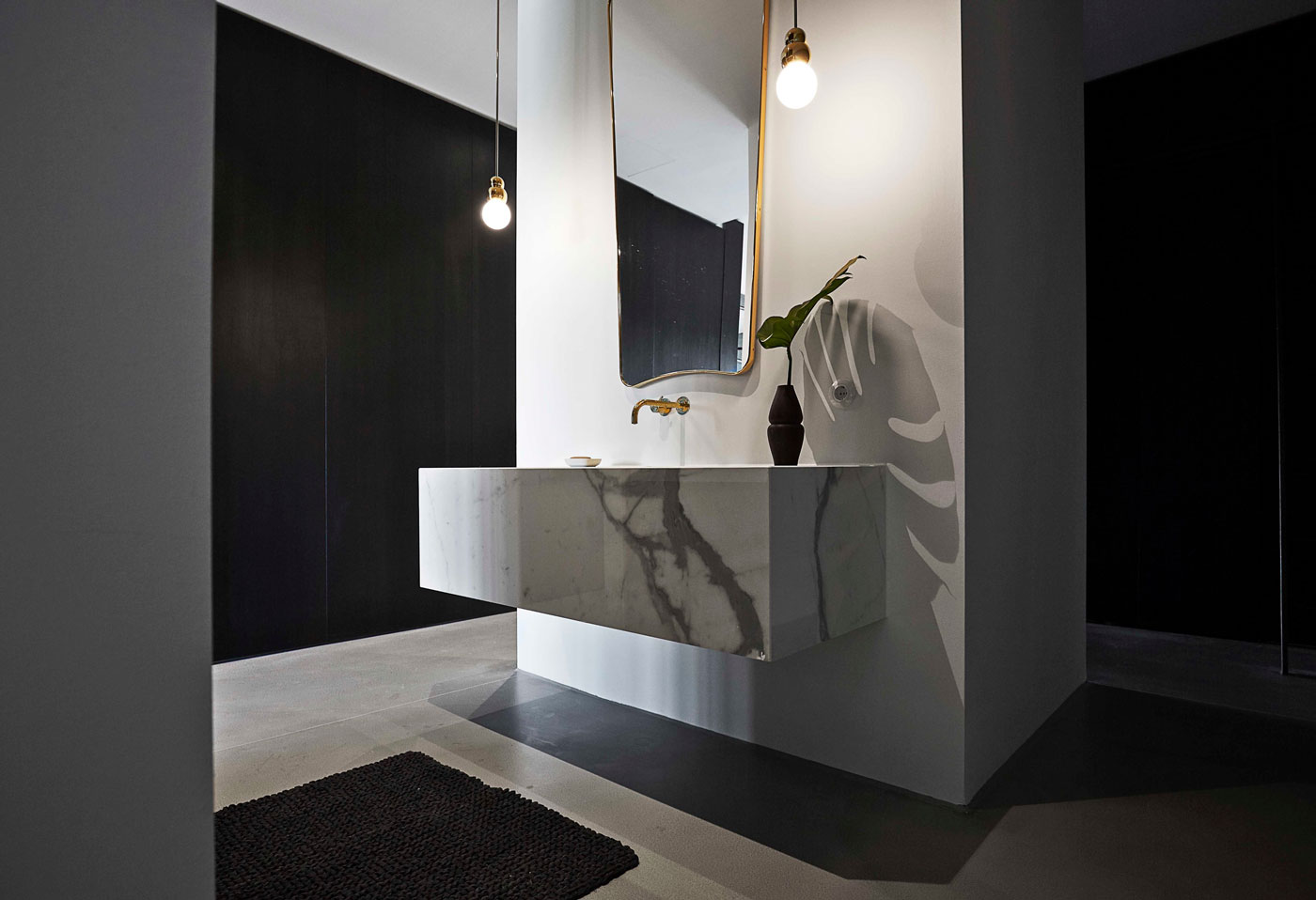 Marble sink, gold mirror, faucet